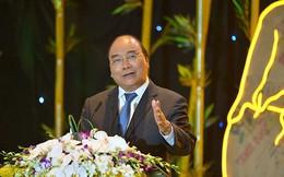 Thủ tướng Nguyễn Xuân Phúc dẫn việc Cù Lao Chàm 10 năm không dùng túi nilon và tuyên bố trước 700 doanh nghiệp: Phát triển bền vững là xu thế tất yếu, làm ngược lại là thất bại
