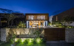 Nhà gỗ kính trác tuyệt hướng trọn ra biển Nha Trang