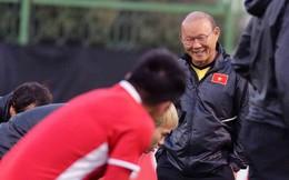 HLV Park Hang-seo vui hết cỡ, tuyển Việt Nam cười trở lại trong buổi tập đầu ở UAE