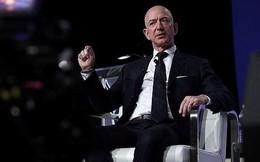 """Tỷ phú giàu nhất thế giới Jeff Bezos từng là """"người ngu nhất công ty"""""""