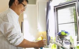 Từ câu chuyện của tỷ phú Jeff Bezos, đàn ông Việt Nam rửa bát ra sao?