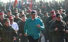 """Mỹ bắt đầu siết """"vòng kim cô"""" trừng phạt vào túi tiền của Venezuela"""