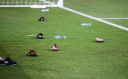 Đội tuyển thua nhục nhã, CĐV nước chủ nhà UAE còn để lại hình ảnh vô cùng xấu xí
