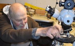 """Cụ Arthur Ashkin, người giành giải Nobel cao tuổi nhất thế giới đang phát triển công nghệ năng lượng """"rẻ như đất"""" và cực sạch"""
