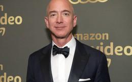 """CEO Amazon Jeff Bezos bị báo Mỹ dọa tung ảnh """"nóng"""" cùng bạn gái"""
