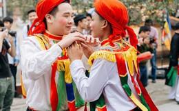 """Độc đáo lễ hội trai giả gái nhảy điệu """"con đĩ đánh bồng"""" ở Hà Nội"""