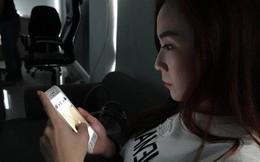 Cô gái trẻ 25 tuổi vô tình làm hỏng đôi mắt của mình trong 2 năm vì thường xuyên nhìn màn hình điện thoại kiểu này