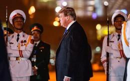 Những hình ảnh đầu tiên của Tổng thống Trump tại Hà Nội qua ống kính phóng viên quốc tế