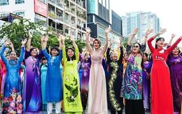 Hàng ngàn người đồng diễn áo dài trên phố đi bộ Nguyễn Huệ