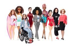 Búp bê nổi tiếng Barbie 'lớn lên' như thế nào trong 60 năm qua?