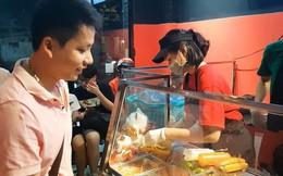 Giữa lùm xùm, dân mạng lục lại clip Khoa Pug từng mòn mỏi chờ ở quán để review bánh mì PewPew: Ngon hay dở?