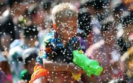 Songkran 2019: Bangkok bùng nổ với các màn té nước vui hết nấc, người dân Yangon lại 'té xà phòng' độc đáo