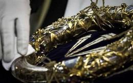 Những bảo vật vô giá của Nhà thờ Đức Bà may mắn sống sót qua vụ cháy chấn động thế giới
