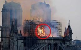 Xôn xao hình ảnh Chúa Jesus xuất hiện trong đám cháy Nhà thờ Đức Bà Paris
