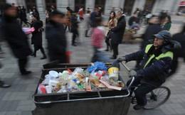 Xúc động người lao công ăn mỳ luộc, tích cóp từng đồng quyên góp cho trẻ em nghèo suốt 30 năm