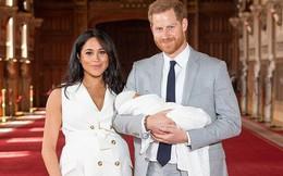 Vợ chồng hoàng tử Harry cùng con trai đầu lòng lần đầu tiên xuất hiện trước công chúng