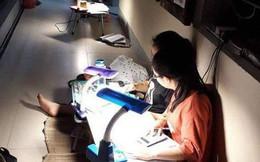 Nhìn bức ảnh học sinh ở ký túc xá Chuyên Phan Bội Châu ngồi học kín hành lang này để biết vì sao họ học giỏi thế