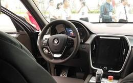 Bùng nổ tranh luận nhiều chi tiết khác biệt trên VinFast Lux tại nhà máy so với xe trưng bày