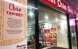 [Ảnh] Auchan xả hàng đóng cửa, khách ùn ứ chờ thanh toán