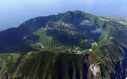 Nhật Bản: Trong miệng núi lửa đang âm ỉ vẫn có bãi đáp trực thăng và 200 người dân sinh sống