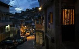 """Đạn trở thành """"hàng xa xỉ"""" ở Venezuela, tội phạm chẳng muốn nổ súng vì dân không có tiền để cướp"""