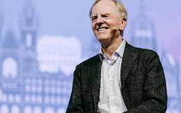 Cựu CEO John Sculley tiết lộ bài học đắt giá về thành công mà ông lĩnh hội được từ Steve Jobs và Bill Gates