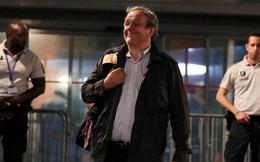Được trả tự do, cựu Chủ tịch UEFA Platini tươi cười rời đồn cảnh sát tại Paris