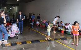 Cơn mưa bất chợt ở Sài Gòn và hành động đẹp của một TTTM đối với những người bán hàng rong khiến nhiều người ấm lòng