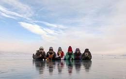 """Du khách Trung Quốc ùn ùn đổ đến hồ Baikal: Người Nga lo sợ nước hồ bị """"uống cạn"""""""