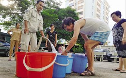 Mực nước sông Đà xuống thấp: Lo mất điện, thiếu nước