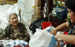 """Chuyện 2 bà Bông - Hoa cuối đời rủ nhau góp áo làm từ thiện: """"Lên Sài Gòn thăm cháu, thấy bà sui làm nên mình làm theo cho đến giờ"""""""