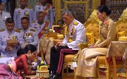 """Hóa ra Hoàng quý phi Thái Lan đã âm thầm cạnh tranh với """"vợ cả"""" từ lâu với những điểm giống nhau đến ngỡ ngàng"""