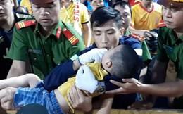 Trước hai chiến sĩ CSCĐ, đây mới là người đầu tiên phát hiện và giữ lại tính mạng cho bé trai bị co giật trên sân Thiên Trường