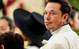 """Đến Mỹ với 2.000 USD và vali đầy sách, """"gã điên"""" Elon Musk nay đã """"dưới vài người, trên tỷ người"""""""