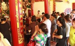 Hà Nội: Phủ Tây Hồ tấp nập người dân đến cầu bình an nhân ngày lễ Vu Lan