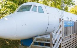 Bước chân vào chiếc máy bay kì lạ, với phòng tắm được đặt ở buồng lái, giá thuê 100 USD/đêm