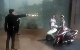Nhân viên đuổi người đi đường trú mưa: Dân mạng đồng loạt đòi tẩy chay KS Grand Plaza