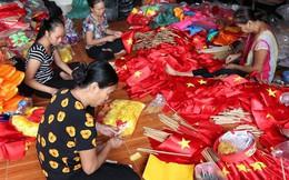 Hà Nội: Không khí nhộn nhịp ở làng nghề may cờ Tổ quốc