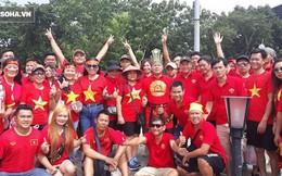 """CĐV Việt Nam từ Australia, Lào """"nhuộm đỏ"""" Thammasat chờ đội nhà đánh bại Thái Lan"""