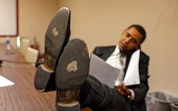 Những bức ảnh đời thường của vợ chồng Obama ngày xưa: Đôi giày rách gắn bó một thời với cựu Tổng thống Mỹ hóa ra có ý nghĩa đặc biệt