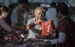 """TQ """"vật lộn"""" với khủng hoảng quốc gia: Thiếu lợn, có người dân chỉ được mua 50 gram thịt mỗi ngày"""