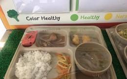 Trước khi bị tố suất ăn trưa lèo tèo vài miếng, Trường Quốc tế Việt Úc còn bị phát hiện có giòi trong thức ăn