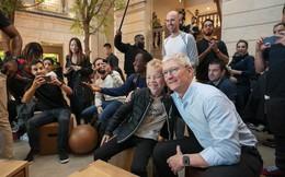 """CEO Tim Cook: """"Chúng tôi luôn cố gắng để bán iPhone với giá thấp nhất"""""""