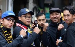 Bỏ ngoài tai lời cảnh báo, fan cuồng Malaysia check in bia hơi Hà Nội, đi lại rầm rộ trên đường phố thủ đô