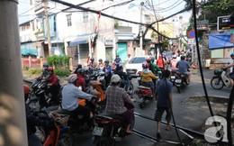 """Phố đường Tàu ở Sài Gòn: Hàng rào kiên cố, người dân vui vẻ... trồng rau, nuôi gà, chụp hình """"sống ảo"""""""