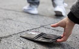 Nhặt được ví đánh rơi mà chỉ có thẻ ngân hàng trong đó, anh chàng đã tìm cách trả lại người mất cực kỳ thông minh như thế nào?