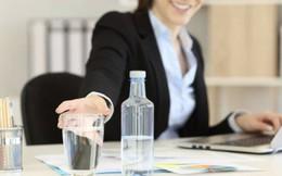 Chiến lược lạ đời của ngân hàng đắt giá nhất châu Á: Giới hạn lượng nước uống, lưu lượng internet nhân viên sử dụng, muốn dùng phòng họp phải trả tiền!