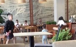 """Xôn xao câu chuyện 2 đứa trẻ chơi ném dép trong quán cafe gây đổ vỡ, 2 bà mẹ thản nhiên nói: """"Thiệt hại bao nhiêu chị thanh toán"""""""