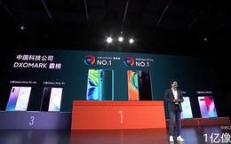 CEO Xiaomi liên tục mang Huawei ra để so sánh trong sự kiện, nhắc nhở kỹ sư hãng nếu không vượt qua được Huawei thì đừng nhận thưởng