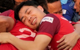 """Công Phượng bị thầy Park nhắc vì lỗi trang phục, tận hưởng """"giấc ngủ 3 giây"""" trên lưng đồng đội ở sân tập"""